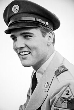 Elvis Presley in The Army – Photo Gallery – Lisa Marie Presley, Priscilla Presley, Elvis Und Priscilla, King Elvis Presley, Elvis Presley Photos, Elvis Presley Wallpaper, Pete Wentz, Michael Buble, Rock And Roll