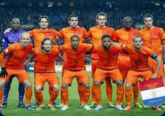 Brasil 2014: Van Gaal incluye ocho subcampeones mundiales en la lista de los Países Bajos.   El seleccionador de Holanda Louis van Gaal ofreció una lista previa de 30 jugadores para la Copa Mundial de la FIFA Brasil 2014™ en la que sólo hay ocho futbolistas de los 23 que se proclamaron subcampeones hace cuatro años en Sudáfrica.