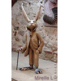Sculpture d'un lapin malin