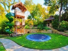 backyard play area with trampoline #backyardtrampolinearea