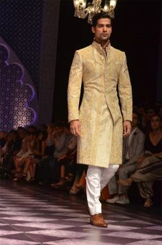 Basic Wedding Outfit For an Indian Groom - Bandhgala Sherwani. #Indian #Fashion #WomenTriangle www.womentiangle.com