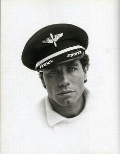 Portrait of a young John Travolta. Celebrity Photography, Celebrity Portraits, Celebrity Pictures, Portrait Photography, Rare Pictures, Rare Photos, Beautiful Men, Beautiful People, Photos Rares