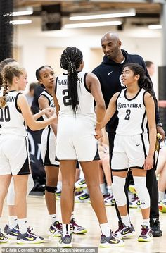 Last photos of Kobe Bryant. Days before his fatal helicopter crash he helped coach his daughters basketball game there is a black and white photo of h Basketball Pictures, Basketball Games, Basketball Outfits, Basketball Stuff, Basket Nba, Kobe Bryant Daughters, Kobe Bryant Family, Kobe Bryant Pictures, Daughters Day