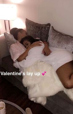 🎬🎬🎬🎬🎥🎥🎥👭👭👭👭 Lesbian / Bisexual scene in Rainbow Pride Cute Lesbian Couples, Lesbian Love, Cute Couples Goals, Couple Goals, Relationship Goals Pictures, Couple Relationship, Relationships, Girlfriend Goals, Ebony Girls