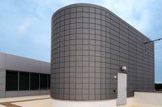 "Fort Belvoir Community Hospital, Fort Belvoir, Virginia (USA) by   HDR Dewberry - Dan Friedman  Installer: Dri Design Copyright : Mark Kempf Photography  #PIGMENTO #USA #SustainableBuilding #Zinc #VMZINC #LEED #Architecture #Mosaik ""Facade #Façade"