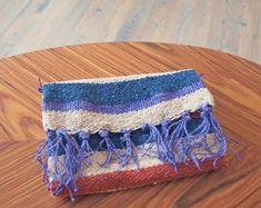 DIY Hippie-Täschchen weben Hippie Crafts, Diy Fashion Accessories, Diy Blog, Textiles, Handicraft, Knit Crochet, Arts And Crafts, Weaving, Knitting