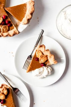 This Easy Homemade Pumpkin Pie recipe is a classic addition to any Thanksgiving dessert table! Perfectly spiced and made with fresh or canned pumpkin puree, this pleasing pumpkin pie is perfect with a dollop of sweetened whipped cream! Pumpkin pie is a fall favorite and timeless classic that isn't going out of style anytime soon. … Canned Pumpkin Pie Filling, Homemade Pumpkin Puree, Easy Pumpkin Pie, Pumpkin Pie Recipes, Homemade Pie, Baked Pumpkin, Blueberry Cream Pies, Frozen Pumpkin, Dessert Table