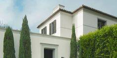 Los Angeles Villa - Modern California Home Building Facade, Building A House, Ficus Hedge, Stone Driveway, Front Courtyard, Italian Garden, Formal Gardens, California Homes, Exterior Design