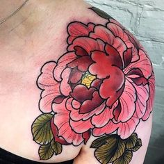 Japanese peony shoulder tattoo by @maxrathbone_tattooer. #japaneseink #japanesetattoo #irezumi #tebori #colortattoo #colorfultattoo #cooltattoo #largetattoo #armtattoo #chesttattoo #girltattoo #flowertattoo #peonytattoo #newschool #newschooltattoo #naturetattoo