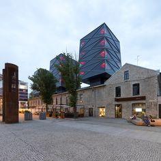 포스트 인더스트리얼 아키텍쳐. 19세기 산업문화와 현대 도시환경의 만남, 로테르담 카펜더스 워크샵은 새로운 복합시설로 제안합니다. 가로변 보행자를 위한 상점 및 레스토랑과 거주자를 위한 오피스, 숙박시설, 아파트이 제공됩니다. 시간의 흔적으로 고스란히 간직한 라임스톤 외벽의 오래된 카펜터스 워크샵(목공소)는 상업시설과 서비스시설을 제공하는 저층부로 구성됩니다. 오피스, 아파트, 숙박시설일 위치한 3개의 수..