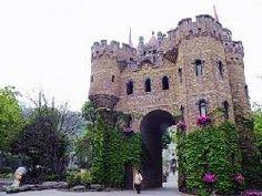 Terlalu Kaya, Pengusaha Kue Ini Bangun 6 Istana Megah di China