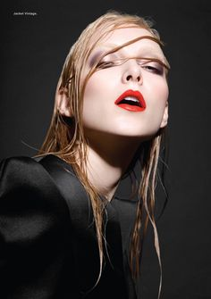 wet hair look and bold lip