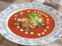 Design by Suzi: Rajčinová polievka z drvených rajčín Goulash, Tomato Soup, Thai Red Curry, Stew, Ethnic Recipes, Food, Meal, Tomato Soup Recipes, Eten