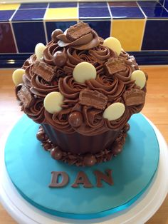 Dan is one lucky guy! Giant Cupcake Recipes, Giant Cupcake Cakes, Big Cakes, Cupcake Ideas, Chocolate Giant Cupcake, Chocolate Cakes, Cake Receipe, Big Cupcake, Chocolate Heaven