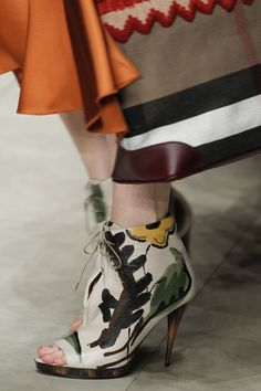 Burberry Prorsum Fall 2014 RTW - Details - Fashion Week - Runway, Fashion Shows and Collections - Vogue