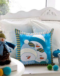 Almofada de patchwork com boneco de neve natalino