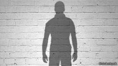 La rara condición de vivir con difalia | Ecuavisa