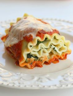 Healthy Spinach Lasagna Rolls. Skinny Lasagna Rolls are perfectly proportioned, filled with delicious, traditional Italian ingredients including flavorful herbs and spices. Skinny Lasagna Rolls are a healthy alternative to regular lasagna in individual-sized rolls, and low-calorie too. Make Skinny Lasagna Rolls ahead of time and keep them in the freezer for a healthy recipe that pleases the whole family.