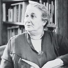 Anna Achmatova : Juli 1914. Al een maand smeult er vuur in de venen...