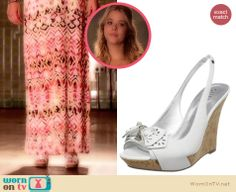 Alison's white bow wedges on Pretty Little Liars.  Outfit Details: http://wornontv.net/33465/ #PLL