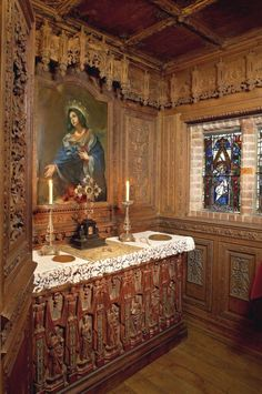 A HIDDEN GEM ~ ORATORY HIDDEN IN THE WALDEGRAVE ROOM AT HEVER CASTLE. WHAT DO YOU WANT TO BET THAT ANNE BOLEYN WAS IN THIS VERY ROOM ... MANY A TIME. FASCINATING.