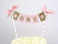 Brighten up your party with this gorgeous cake bunting! This tiny replica of our pink and gold ONE high chair banner will look ultra-adorable