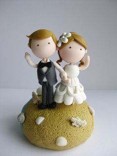 Wedding Cake: Beautiful Beach-Themed Wedding Cake Toppers, Amazing Cute Beach Theme Wedding Clay Cake Topper with Lovely Couple Bride and Groom Dolls Beach Wedding Cake Toppers, Wedding Cake Decorations, Wedding Topper, Wedding Converse, Themed Wedding Cakes, Clay Figurine, Cake Images, Fondant Figures, Jewelry Dish