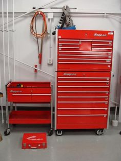 Snap-On Toolbox and Cart loaded with tools available for bid on GovLiquidation! Shop Buildings, Vintage Tools, Car Shop, Mani, Tool Storage, Steak Recipes, Toolbox, Cool Tools, Drag Racing