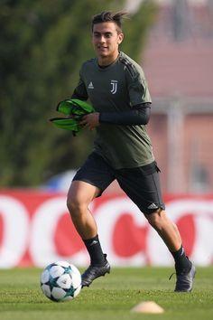 Juventus Players, Juventus Fc, Football Kits, Football Soccer, Juventus Italia, Soccer Post, Toni Kroos, Most Popular Sports, Messi