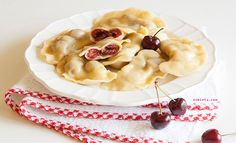 Pasta rellena de cerezas. Receta paso a paso ilustrado