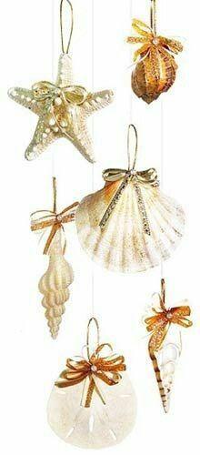 Las conchas marinas pueden ser usadas de forma muy llamativa para crear hermosos colgantes para el árbol de navidad. Si tienes una colecció...