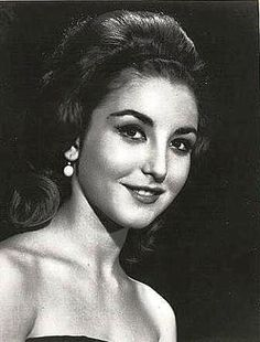 Angelica Maria....Love this pic of her...! 0ne of Mexico's  many treasures....