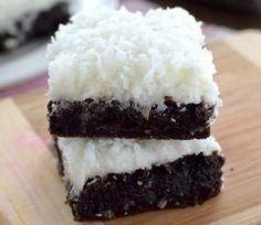 Υγρό κέικ μερέντας με γλάσο ινδοκάρυδου