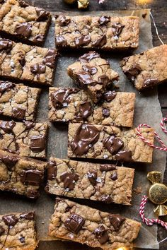 All Fridays in December want one thing sweet, input these Salted Milk Chocolate and Peanut Butter Blondies. Salted Milk Chocolate and . Baking Recipes, Cookie Recipes, Dessert Recipes, Dutch Recipes, Party Recipes, Sweet Recipes, Dinner Recipes, Just Desserts, Delicious Desserts