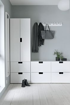Idea for the hallway - Ikeas Stuva kids collection - Ikea DIY - The best IKEA hacks all in one place Nordli Ikea, Wardrobe Solutions, Farmhouse Side Table, Diy Bathroom Remodel, Mudroom, House Colors, Entryway, New Homes, Room Decor