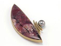 Tom Turner brooch of 18k gold, rhodonite, black pearl