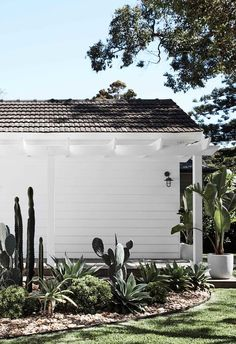 An all-white fibro beach shack with Scandi-style 1950s House, Cottage Exterior, Beach Bungalow Exterior, Beach Shack, Beach House Decor, Beach Cottage Style, Coastal Style, Home Reno, House Painting