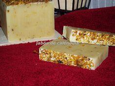Receta de jabon para pincipiantes Homemade Beauty Products, Pure Products, Pure Soap, Decorative Soaps, Exfoliating Body Scrub, Organic Makeup, Home Made Soap, Natural Cosmetics, Handmade Soaps