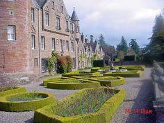 25 Castillo de Glamis, Glamis, Escocia. jardines