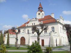 Ratusz w Działdowie wybudowany w 1796 na miejscu poprzedniego gotyckiego ratusza, który od XIV wieku stanowił siedzibę władz miejskich. Obecnie - Interaktywne Muzeum Państwa Krzyżackiego.