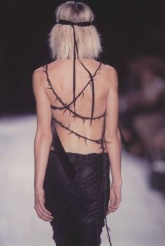 Back details. #AnnDemeulemeester #fashion #runway