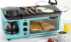 This Retro Breakfast Station Cooks Bacon, Eggs, Toast And Coffee - All At Once. Ladies and gentlemen meet the Nostalgia Retro Series Family Size Breakfast Station. This life changing piece of retro kitchen equipment cooks eggs, How To Make Breakfast, Eat Breakfast, Breakfast Cooking, Breakfast Dishes, Cool Kitchen Gadgets, Cool Kitchens, Hygge, Breakfast Station, Tiny House Appliances