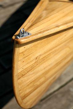 A canoa simples ou caiaque aberto, é produzido em madeira cedro ou kiri. Ideal para remadores mais experientes para explorar encostas, rios, lagos e lagoas.