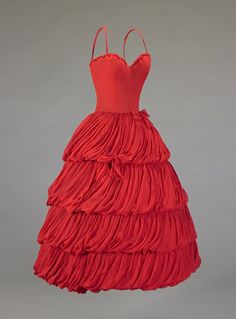 Christian Dior Couture evening dress 1956 red silk chiffon gown in fitted, custom corset, boned bodice and thin straps. Vintage Dior, Vintage Couture, Vintage Mode, 50s Dresses, Trendy Dresses, Evening Dresses, Jacques Fath, 1950s Style, Vintage Outfits