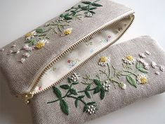Hand Embroidery Flowers, Flower Embroidery Designs, Embroidery Bags, Hand Embroidery Stitches, Crewel Embroidery, Fabric Bags, Sewing Projects, Couture, Paisley Design