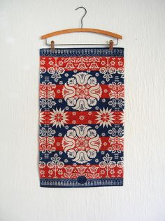Vintage Stevens linen tea towel / wall hanging with a folk art / Pennsylvania Dutch / traditional European design in red and blue on natural linen ground.