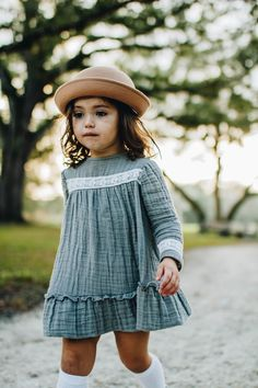 Baby clothes should be selected according to what? How to wash baby clothes? What should be considered when choosing baby clothes in shopping? Baby clothes should be selected according to … Little Girl Outfits, Little Girl Fashion, Toddler Fashion, Fashion Children, Children Clothes, Children Dress, Boy Fashion, Vintage Kids Clothes, Children Wear