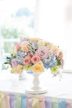 Decorate with ribbons and flowers in pastel tones for a pretty pastel spring wedding