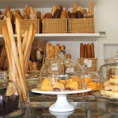 Ir a la panadería cada mañana a por el pan recién horneado sigue siendo uno de los mejores placeres que podemos difrutar. Descubre estas nuevas panaderías delic que buscan la excelencia del producto....