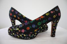 These shoes will brighten up your day just by looking at them! Designer: Gianni Versace Condition: Excellent Size: 37 Length: 10 inches measured from toe to heel Width: 3 inches across Heel: 3 inch Material: textured cotton & leather lined Liberty Print, Gianni Versace, Harpers Bazaar, Platform Pumps, Vintage Designs, Heels, Floral, Leather, Accessories